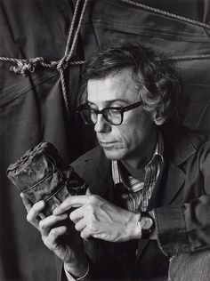 Christo, at his New York studio with his first wrapped piece, New York, 1985 -by Abe Frajndlich from lempertz