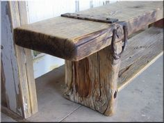 Stunning and Easy Wood Furniture Makeover Ideas Rustic Furniture, Furniture Design, Outdoor Furniture, Outdoor Decor, Cabins In The Woods, Wabi Sabi, Furniture Makeover, Crafts, Home Decor