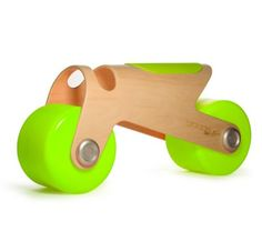 Kids Toys: The Glodos BIT bike is a new children's ride-on toy from Spanish design team Glodos. The award winning Glodos BIT bike is the ideal toddler walker bike to help children take their first steps in the world of two wheels. Toddler Bike, Kids Bike, Little People, Little Ones, Mobiles, Balance Bike, Ride On Toys, Helping Children, Wood Toys