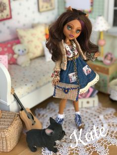 Kate Monster High Repaint by Lulu Roth. Available on E-bay. Bjd Dolls, Barbie Dolls, Ever After Dolls, Monster High Repaint, So Creative, Doll Repaint, Custom Dolls, Purses And Bags, Doll Clothes