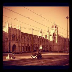 Los Jerónimos #lisbon #lisboa #buildings #architecture #arquitectura #bn #bw #blanckandwhite #blancoynegro #tranvia