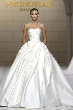 Elegant wedding dress. Ignore the bridegroom, for the moment let us concentrate on the bride who views the wedding ceremony as the best day of her life. With that simple fact, then it is definite that the wedding gown has to be the best. #weddingdress