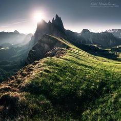 pod Sass Rigais. Masyw Odle, Dolomity, Tyrol Południowy, Włochy.  Parco naturale Puez-Odle.  fot.Karol Nienartowicz - Mountain Photographer