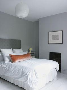 Steal This Look: A Moody Minimalist London Bedroom (Remodelista: Sourcebook for the Considered Home) Home Bedroom, Master Bedroom, Bedroom Decor, Bedrooms, Calm Bedroom, Bedroom Interiors, Guy Bedroom, Serene Bedroom, Clean Bedroom