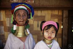 Kayan tribe The Kayan are an ethnic minority of Burma (Myanmar). The Kayan Lahwi is the group whose women identify themselves by wearing large neck rings, brass coils that are placed around the neck. Girls first start to wear rings when they are around five years old. Over the years the coil is replaced by a longer one and more turns are added. (some can weigh around 5 kg
