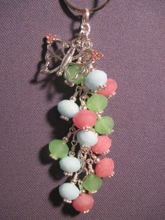 Pink Blue and Green Glass Bead Purse Charm / Key Chain with Butterfly Charm Diy Jewelry Projects, Diy Jewelry Making, Jewelry Crafts, Beaded Purses, Beaded Jewelry, Handmade Jewelry, Zipper Pulls, Key Chains, Jewellery Display