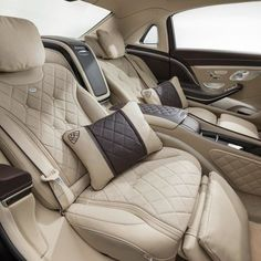 Mercedes-Maybach S600 is the ultimate expression of luxury...One day I'm gonna get my dad one of these!