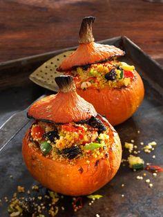 Mit Couscous gefüllter Kürbis | http://eatsmarter.de/rezepte/mit-couscous-gefuellter-kuerbis