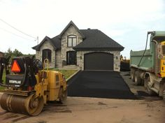 At your service since 1966 Enterprises in Lévis, a specialist in manufacturing asphalt paving and asphalt!  #pavageasphalte   #entréedegarage  #asphaltelévis
