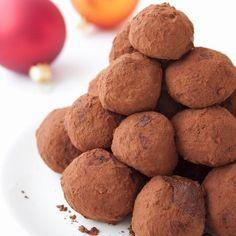 Egy finom Narancsos-csokoládés trüffel ebédre vagy vacsorára? Narancsos-csokoládés trüffel Receptek a Mindmegette.hu Recept gyűjteményében! Egg Allergy, Allergies, Sweet Potato, Dog Food Recipes, Food And Drink, Xmas, Christmas, Cookies, Vegetables
