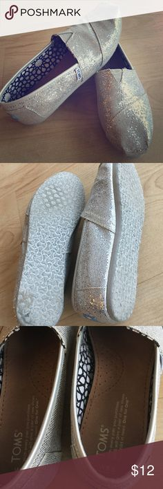 Barely worn silver sparkle TOMS Perfect addition to your footwear wardrobe! Add sparkle and comfort with these gorgeous TOMS flats. TOMS Shoes Flats & Loafers