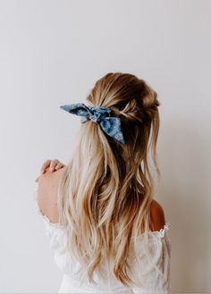 hair beauty - Best Stores to Buy Scrunchies & Scrunchie Hairstyles Design & Roses Box Braids Hairstyles, Scrunchy Hairstyles, Pretty Hairstyles, Style Hairstyle, Thin Hairstyles, Hairstyles Pictures, Hairstyles 2018, Hairstyle With Bow, Bandana Headband Hairstyles