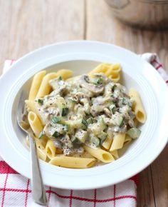 We maken vandaag een slanke pasta met champignons en courgette. Smullen maar!