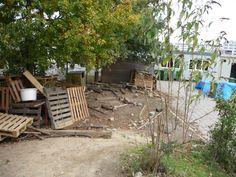 Schoolplein Maastricht. Betere huttenbouwplek is er niet. Geweldige troep, geweldig dat het mag!