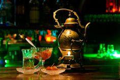 Kimin ağrıyır canı, bol çay içsin mercanı. Her bir derdin dermanı çay çay çay... Azerbaycan'a çay bitkisinin gelişi 1912 yılındadır ve i
