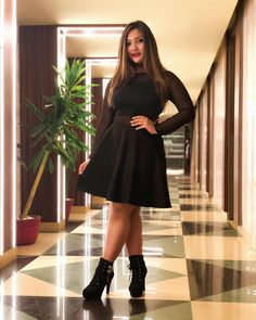 Aashika Bhatia is Very popular acctress on TikTok now a days know wiki / biography of her with age, height, weight, affairs, boyfriend and familiy details. Stylish Girls Photos, Girl Photos, Tube Gown, Young Celebrities, Celebs, Indian Celebrities, Nour, Backless Maxi Dresses, Sequin Gown