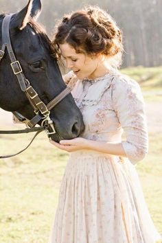 Elizabeth - When calls the heart Elizabeth Thatcher, Jack And Elizabeth, Ed Wallpaper, Erin Krakow, Summer Romance, Small Town Girl, Period Outfit, Historical Clothing, Beautiful Horses