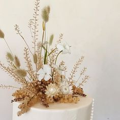 Little wild meadow growing out of currants atop a beautiful cake with in Aspen. Winter Wedding Flower Inspiration, Winter Wedding Flowers, Wedding Cakes With Flowers, Wedding Flower Arrangements, Cake Flowers, Wedding Cake Rustic, Fall Wedding Cakes, Elegant Wedding Cakes, Naked Cake