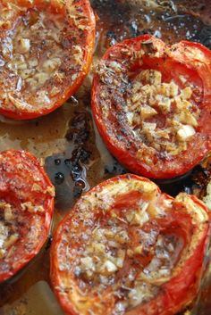 Tomato Recipes How to do Oven-Roasted Tomatoes - isaacw here, guest posting for the lovely sammyw. In case you haven't noticed yet, my sweet wife loves to cook – so much so, it occasionally rubs off on me! Well for a while now, I̵… I Love Food, Good Food, Yummy Food, Tasty, Vegetarian Recipes, Cooking Recipes, Healthy Recipes, Easy Recipes, Vegetable Dishes