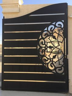 Top 50 Modern And Classic Iron Gates You Wish To see Them - Engineering Discoveries Modern Main Gate Designs, House Main Gates Design, Front Gate Design, Door Gate Design, Modern Gates, Grill Gate Design, Steel Gate Design, Metal Garden Gates, Metal Gates
