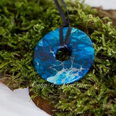 """Pendentif """"Donut"""" peint à la main, imitation Jaspe sédiment de mer bleu https://etsy.me/2pIv2zY #bijoux #collier #bleu #anneauxetdonuts #femmes #pendentif #bijouartisanal #peintalamain #faitmain#jaspe"""