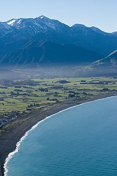 The Kaikoura Peninsula shoreline. Not very protected from a Tsunami which one day will hit this area, either because of a subduction quake or a massive undersea landslide caused by a quake. Remember that New Zealand is also referred to as the shaky isles.