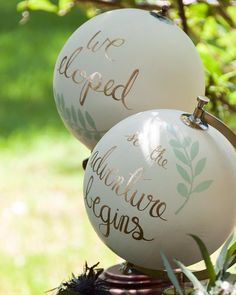 I had a blast painting these globes for a recent styled shoot! Wouldn't they be the cutest way to announce an elopement?! Photo by @vestedimage.