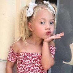 Learn about Everleigh Soutas Savannah Rose, Cole And Savannah, Savannah Chat, Cute Little Girls Outfits, Little Girl Models, Fashion Kids, Everleigh Rose, Book Infantil, Sav And Cole