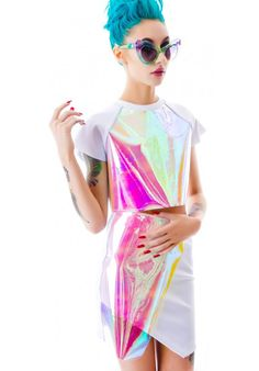 Holographic Fashion - The Shoppeuse Look Fashion, Street Fashion, High Fashion, Womens Fashion, Space Fashion, Runway Fashion, Fashion Trends, Looks Style, Looks Cool