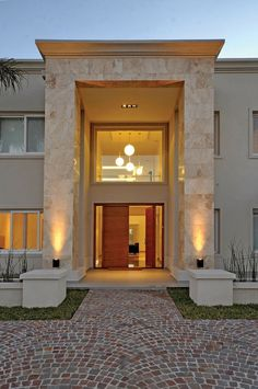 Modern home in Buenos Aires. Architect: Architect Daniel Tarrio y Asociados Classic House Exterior, Classic House Design, Bungalow House Design, Dream House Exterior, Design Exterior, Modern Exterior House Designs, Modern House Plans, Modern House Design, House Outside Design