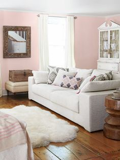 Fashion designer Tracy Reese country home with a pink and white living room! http://cococozy.com