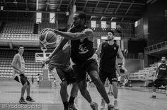 Samuel Domínguez (Gran Canaria, 1991) es el antepenúltimo fichaje de CB Lucentum para la temporada 2014/15. 204cm al servicio Kuko Cruza. Puede jugar de AP y P. 2 de septiembre #Lucentum #PretemporadaLucentum #Alicante #AdeccoPlata #LEBPlata #baloncesto #basket