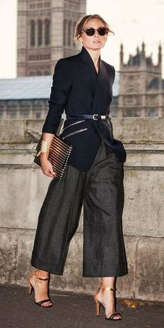 Know how to style culottes pants. Culottes fashion is the latest fashion trend. You can buy culottes with interesting pattern. Estilo Olivia Palermo, Olivia Palermo Lookbook, Olivia Palermo Style, Mode Outfits, Office Outfits, Stylish Outfits, Office Attire, Business Outfit Damen, Business Mode