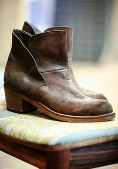 No link but I must find these boots. Leather brooks ankle boots trend