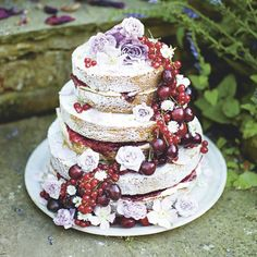 Taken from Seasonal Baking by Fiona Cairns, this cake will create maximum impact with just a bit of effort, and makes a wonderful fully-edible centrepiece for any special occassion. Summer Cake Recipes, Summer Cakes, Dessert Recipes, Desserts, Dishes Recipes, Nake Cake, Edible Centerpieces, Afternoon Tea Recipes, Pastel