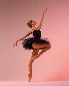 Ballet: The Best Photographs Ballet Pictures, Dance Pictures, Ballet Art, Ballet Dancers, Ballet Dance Photography, Dance Paintings, Foto Real, Balerina, Dance Poses
