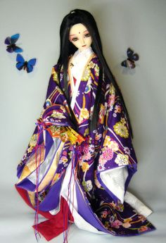 A ball jointed doll dressed in junihitoe. Heian Era, Asian Doll, Japanese Outfits, Dollhouse Dolls, Oriental, Japanese Kimono, Ooak Dolls, Ball Jointed Dolls, Beautiful Dolls