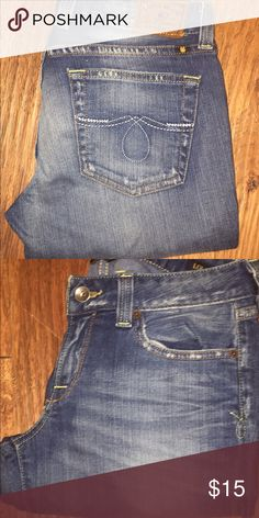 Lucky Brand Distressed skinny Jeans Cute & comfortable distressed Lucky Jeans. Holes in both knees. Lucky Brand Jeans Skinny