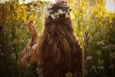 flower crown: If I ever remarry, I want this in my hair. Natural Hair Care, Natural Hair Styles, Long Hair Styles, My Hairstyle, Pretty Hairstyles, Hairstyles Haircuts, Homemade Shampoo, Diy Shampoo, Moisturizing Shampoo