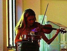 Eu zona em recital estava começando a tocar violino.hoje uma das minhas alegrias.