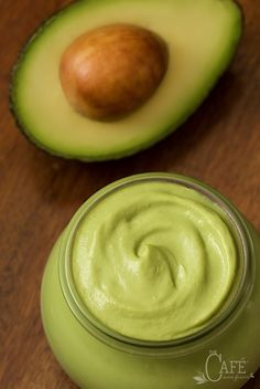 Avocado Mayo selber machen - am besten im Thermomix - einfach genial *** California Avocado Mayo - a healthy, fresh and delicious sauce/spread/dip/condiment that can be used in place of traditional mayonnaise. Vegetarian Recipes, Cooking Recipes, Low Carb Recipes, Healthy Recipes, Chutneys, Healthy Snacks, Healthy Eating, Good Food, Yummy Food