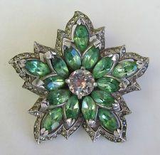 VINTAGE VERY EARLY KRAMER N.Y. EMERALD GREEN & CLEAR RHINESTONE FLOWER BROOCH