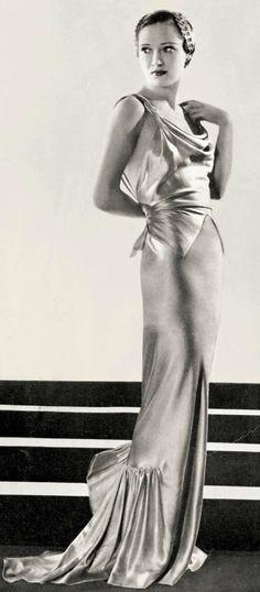 fashion: evening dress, Elsa Schiaparelli - February 1936 - L'Officiel I love the liquid look of this bias gown Vintage Glamour, Vintage Beauty, 1930s Fashion, Retro Fashion, Vintage Fashion, Vintage Outfits, Vintage Gowns, Moda Vintage, Vintage Mode