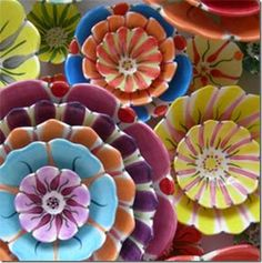 Ceramic plates by Sheila Hrasky Flower Bowl, Flower Plates, Ceramic Flowers, Clay Flowers, Flower Shape, Pottery Painting, Ceramic Painting, Ceramic Art, Ceramic Plates
