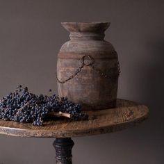 Simple Style Wabi Sabi, Old Tables, Old Crocks, Still Life Fruit, Belgian Style, Fruit Painting, Pots, Scandinavian Design, Simple Style