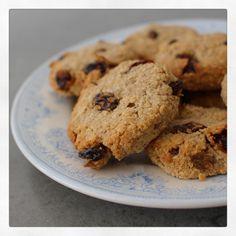 Six ingredient oatmeal raisin cinnamon cookies |
