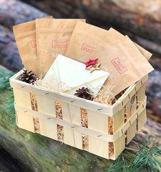 Darujte svým blízkým Vánoce 4x ročně - Předplatné Čajových Bedýnek na každé roční období v dárkovém balení. Ručně baleno v chráněné dílně. Origami, Container, Gift Wrapping, Gifts, Food, Gift Wrapping Paper, Presents, Wrapping Gifts, Essen
