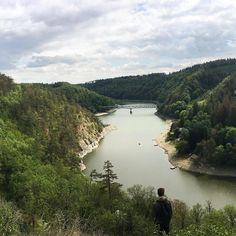 Už jste někdy zažili letní dovolenou pod stanem V České republice? Pokud ne, měli byste to zkusit! Nejlepší kempy v ČR najdete tady. Travelling, Camping, River, Places, Outdoor, Instagram, Nature, Campsite, Outdoors