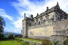 50 of the world's most beautiful castles & palaces Scotland Tours, Scotland Travel, Scotland Uk, Beautiful Castles, Most Beautiful, Stirling Castle, Medieval Fortress, Scottish Castles, Day Tours