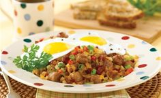 This simple Sausage and Bacon Hash is perfect for breakfast or brunch! Try serving it with your favourite style eggs and toast. Irish Breakfast, Breakfast Dishes, Breakfast Recipes, Protein Filled Foods, Bacon Hash, Easy Food To Make, Morning Food, Sausage, Brunch